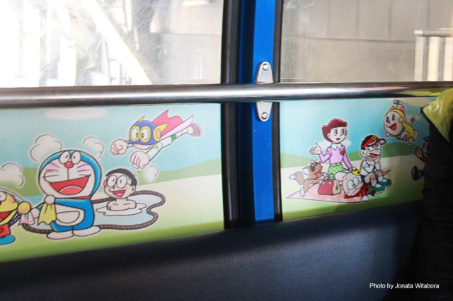 05 Doraemon Illustration in Cable Car